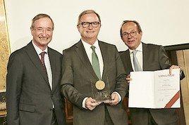Julius-Raab-Medaille an Karlheinz Kopf verliehen