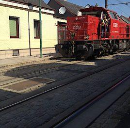"""Die """"Badner"""" blau, die Straßenbahnen rot"""": nur die Farbe unterscheidet sie"""