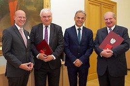 Goldenes Ehrenzeichen für RAK Wien-Disziplinarrats-Präsident Gartner und Privatstiftungsrechtsexperte Eiselsberg