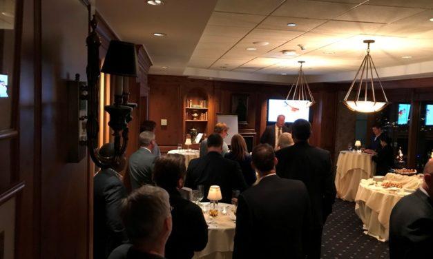 Interkultureller Managementberater Daniel Donahey erklärt deutschsprachigen Managern in Charlotte, NC, USA die Gründe für ihre hohe Mitarbeiterfluktuation