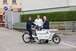 Techniker von Bosch Thermotechnik besuchen Kunden in Wien mit dem E-Bike