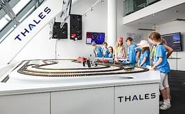 """""""Zug fährt ab!"""" hieß es beim Thales-Workshop der Kinderuni Wien"""