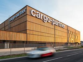 Zukunftsweisender Logistik-Holzbau eröffnet