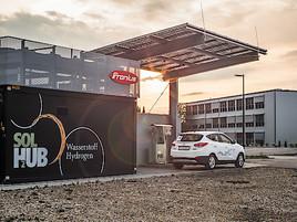 Fronius eröffnet erste grüne Wasserstoff-Betankungsanlage Österreichs