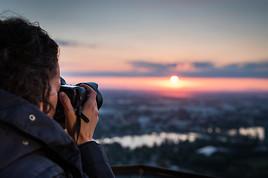 Erstmalige Chance: Mit Photo+Adventure zum Sonnenaufgang auf den Donauturm