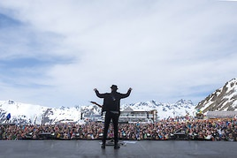 Johannes Oerding feierte Ostern mit 17.000 Wintersportlern in Ischgl