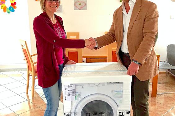 Das ist Hilfe, die ankommt: Beko spendet Waschmaschine an Familienhaus