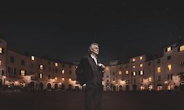 illycaffè präsentiert eine neue Werbekampagne mit Andrea Bocelli: Premiere für die neuen kompatiblen* Aluminiumkaffeekapseln von illy.