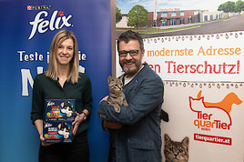 FELIX spendet 200 volle Futternäpfe an das TierQuarTier Wien