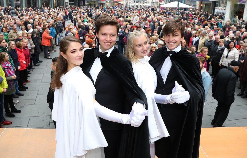 Die Wiener Tanzschulen feiern am 11.11. die Faschingseröffnung und verwandeln den Stephansplatz in den größten Open-Air Tanzsaal Österreichs