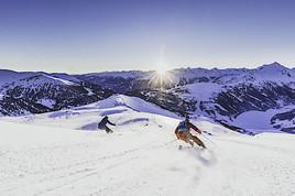 Unverspurte Hänge und Pistenspaß bei Sonnenaufgang im größten Skigebiet des Zillertals