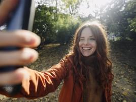 Selfies in Social Media: Glücklich mit dem retuschierten Ich (FOTO)