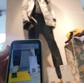 Regional trifft digital – QR-Codes im Schaufenster beim Modehaus Kutsam