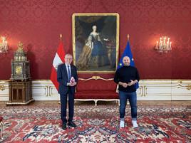 """Bundespräsident Alexander Van der Bellen ganz privat und erstmals zu Gast in einer Podcast-Talkshow – der """"Die Ali Mahlodji Show"""""""