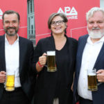 Kein bisschen leise! APA bat zum Jubiläums-Bierigen